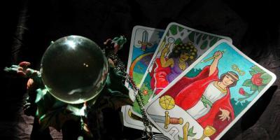 Major vs. Minor Arcana in Tarot, ,