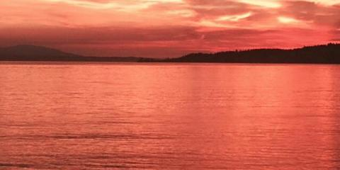 2 Reasons Sunset Beach Cottage is Perfect For a Holiday Vacation Getaway , Clinton, Washington