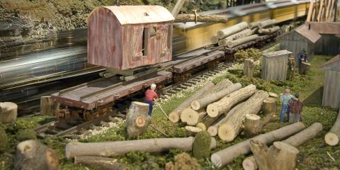 Logging on the World's Largest Indoor Train Display!, West Chester, Ohio
