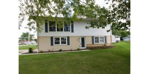 Hardwood Floors! Glass tile shower! OPEN HOUSE SUNDAY, DEC 4TH 12:00PM-1:30PM! 502 E 22nd Ave A, Coal Valley, IL, Davenport, Iowa