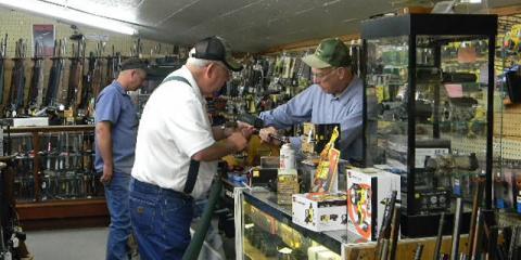 5 Reasons to Shop at Local Stores This Holiday Season, Carrollton, Kentucky