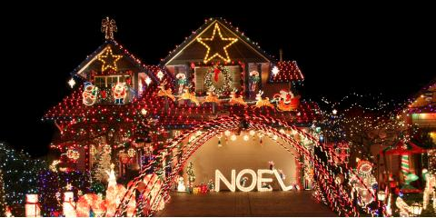3 Tips to Safely Hanging Holiday Lights on the Roof, Honolulu, Hawaii