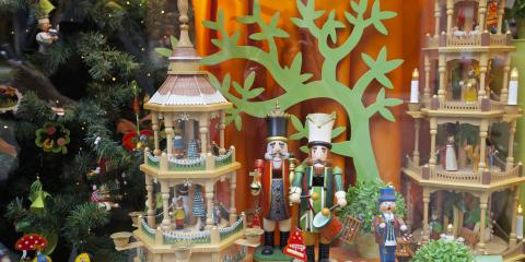 How to Design Your Storefront Window for the Holidays, Ewa, Hawaii