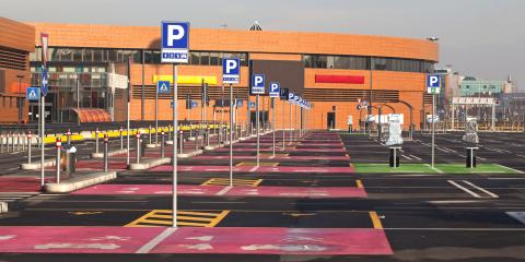 4 Design Tips for Shopping Mall Parking Lots, Queens, New York
