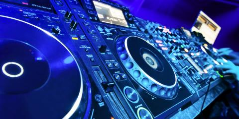 What Separates an Experienced DJ From an Amateur? , Los Angeles, California