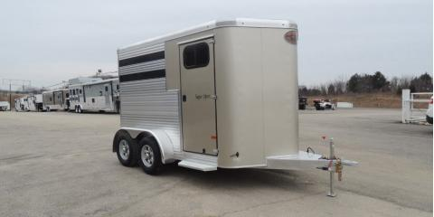 A Simple Guide to Safely Hauling a Horse Trailer, Cuba, Missouri