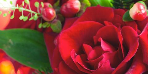 Get Your Holiday Decorations & Floral Arrangements at Roaring Oaks Florist, Lakeville, Connecticut