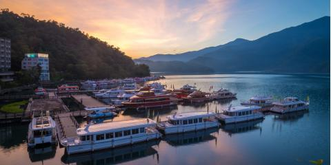 5 Tips for Enjoying a Vacation Stay on a Houseboat, Key Center, Washington