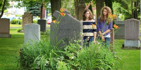 5 Types of Flowers to Plant at a Gravesite, Bolivar, Missouri