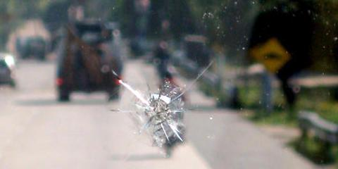 Get Your Cracked Windshield Expertly Fixed at Roy's Auto Glass Shop, Honolulu, Hawaii