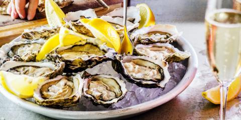 3 Tips to Eat Raw Oysters, Honolulu, Hawaii