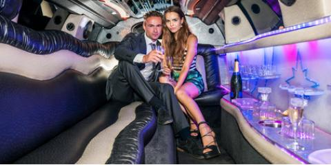 4 Factors for Choosing Between a Limousine & Party Bus, Danbury, Connecticut