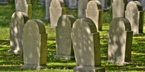 What Is the Difference Between a Funeral & a Memorial Service?, Manchester, Connecticut