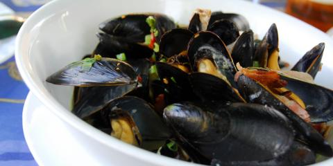 What's the Right Way to Eat Mussels?, Manhattan, New York