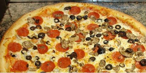 Treat Dad This Father's Day With Maui's Best Pizza, Kihei, Hawaii