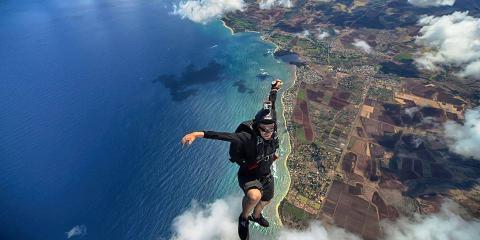 3 Types of People Who Like to Go Skydiving, Waialua, Hawaii