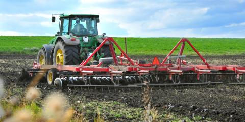 4 Factors to Consider When Buying From a Tractor Retail Store, Harris, North Carolina
